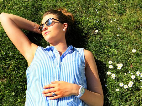Keep-your-skin-glowing-and-healthy-this-summer-with-these-important-skin-health-tips.